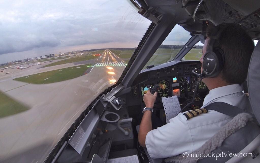 Mycockpitview. Landing runway 23 in Hamburg. Cockpit Bombardier Dash8 Q400. EDDH. HAM.