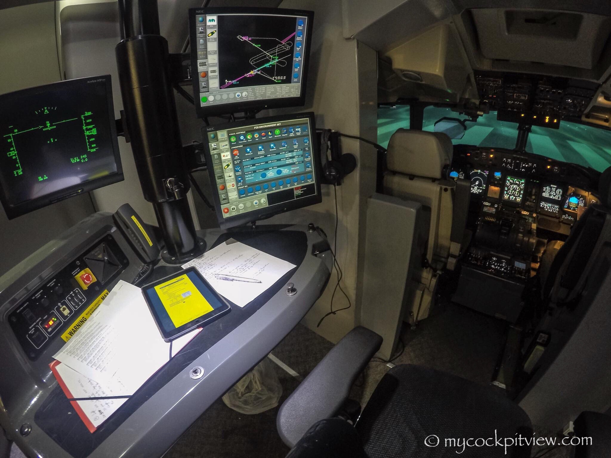 How does a Bombardier Q400 simulator look like?