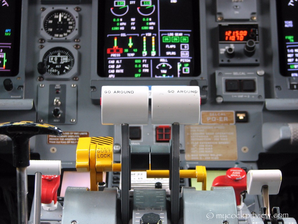 Luxair Embraer 145 power levers
