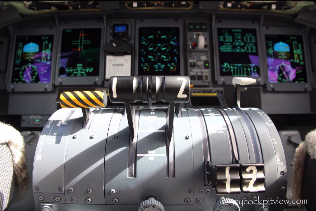 Bombardier Dash8 Q400 central pedestal. Mycockpitview