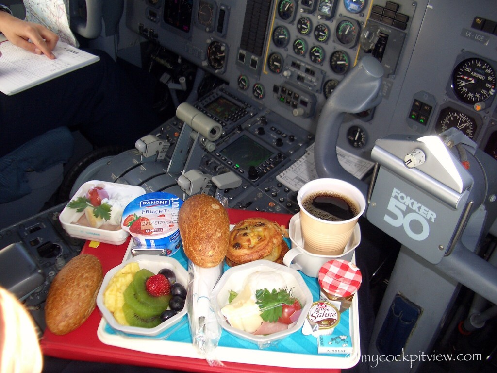 Breakfast in the Fokker 50 cockpit. Mycockpitview