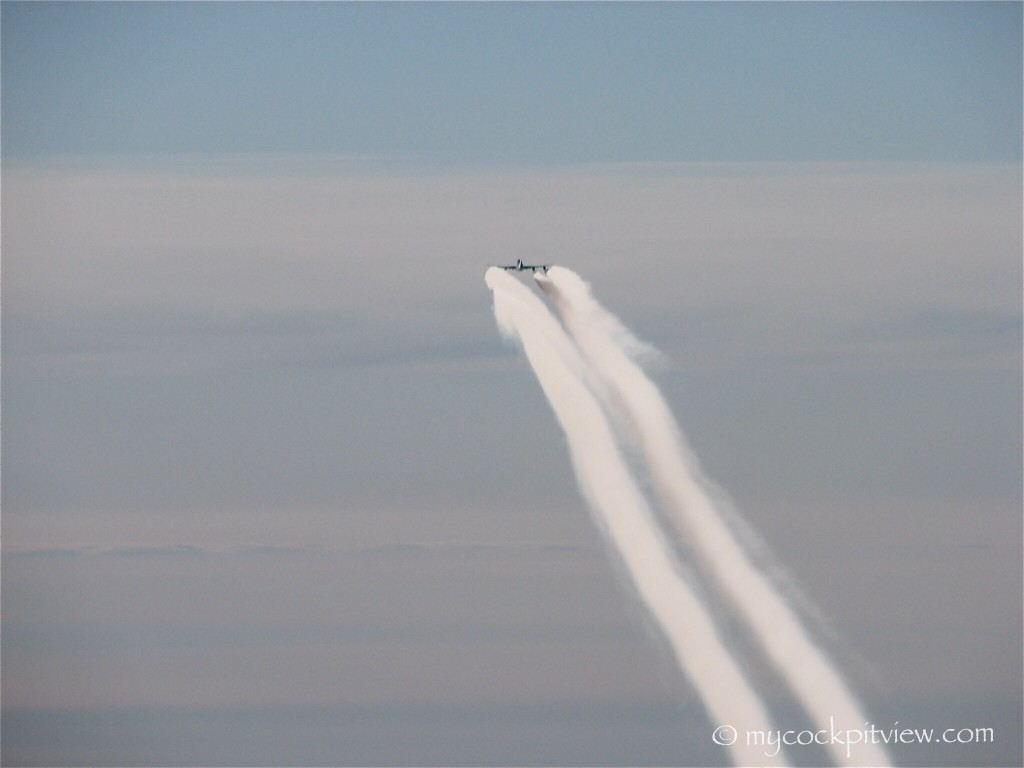 Boeing 747 with chemtrails on :-) Mycockpitview