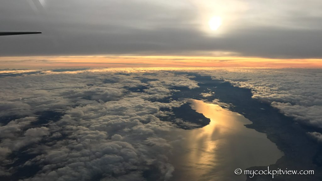 Overflying the lake of Geneva during sunset, mycockpitview