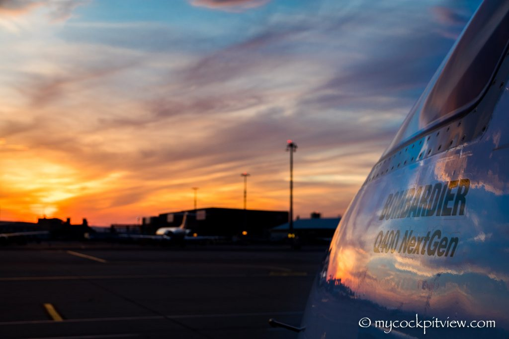 Sunset in Vienna. LOWW. VIE. Bombardier Q400. Mycockpitview