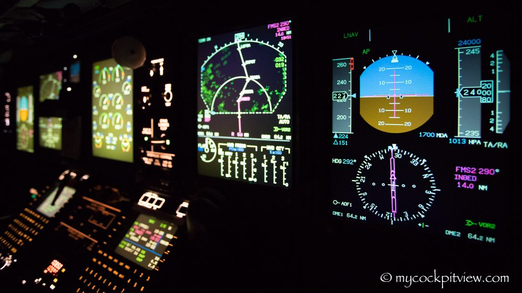 Q400 flight deck at night - Mycockpitview