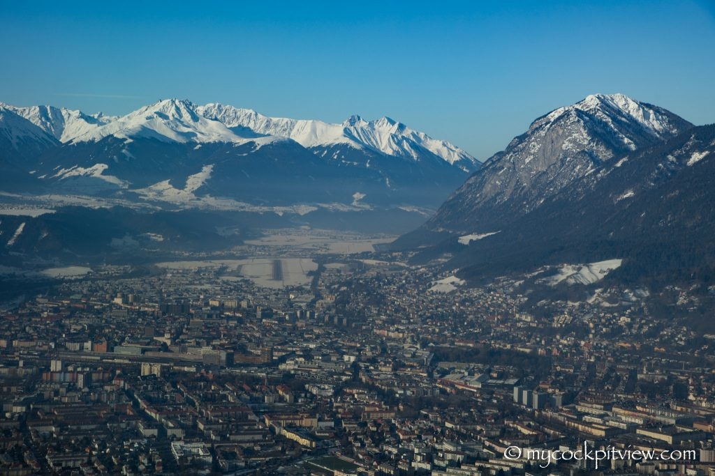 Q400 on final approach, Innsbruck - Austria, mycockpitview