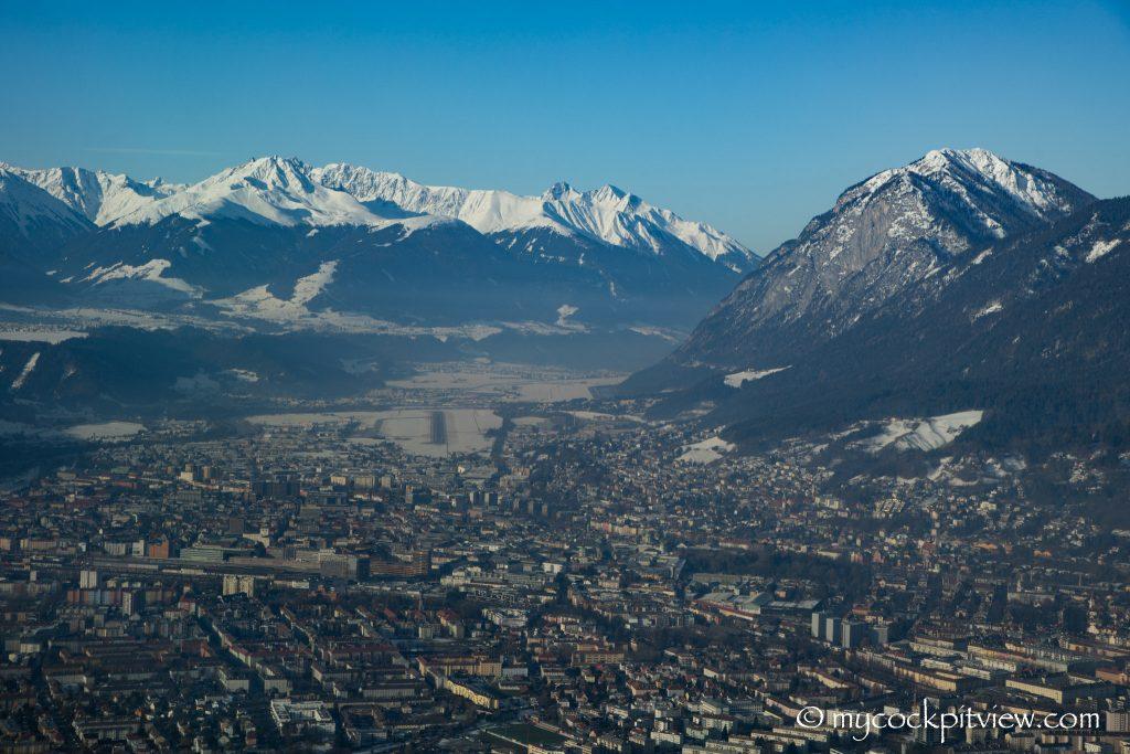 Q400 on final approach, Innsbruck - Austria, mycockpitview
