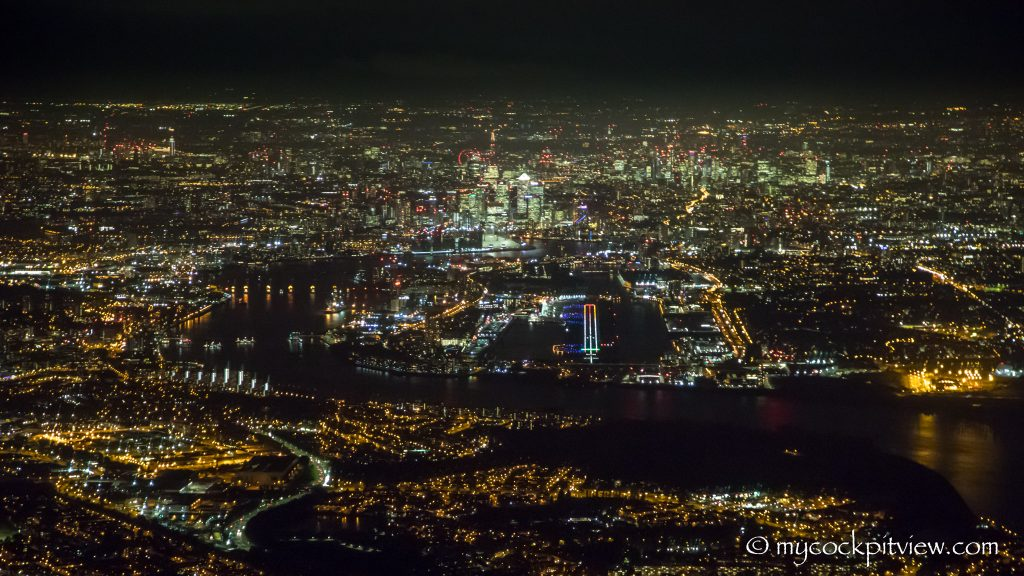 London City Airport by night - Final runway 27 - Mycockpitview